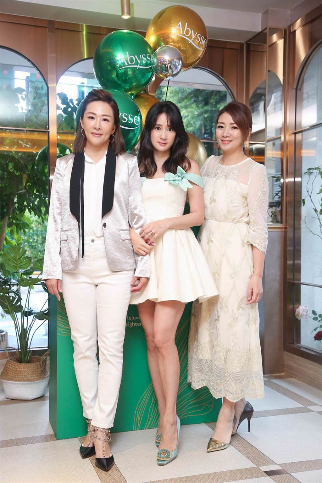 Abysse 品牌創辦人 Claire 路永佳(左)時尚名媛 李晶晶(中)品牌創辦人 Tiffany 張沛瀅(右)。(Abysse 提供)