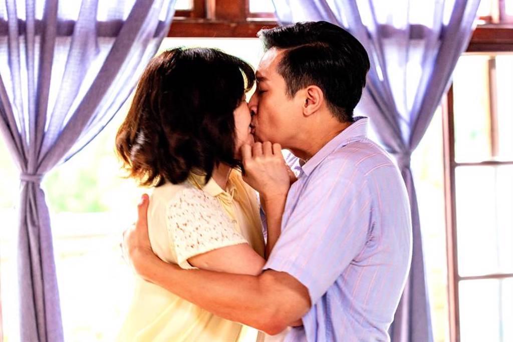 邱凱偉劇中強吻童養媳李維維。(三立提供)
