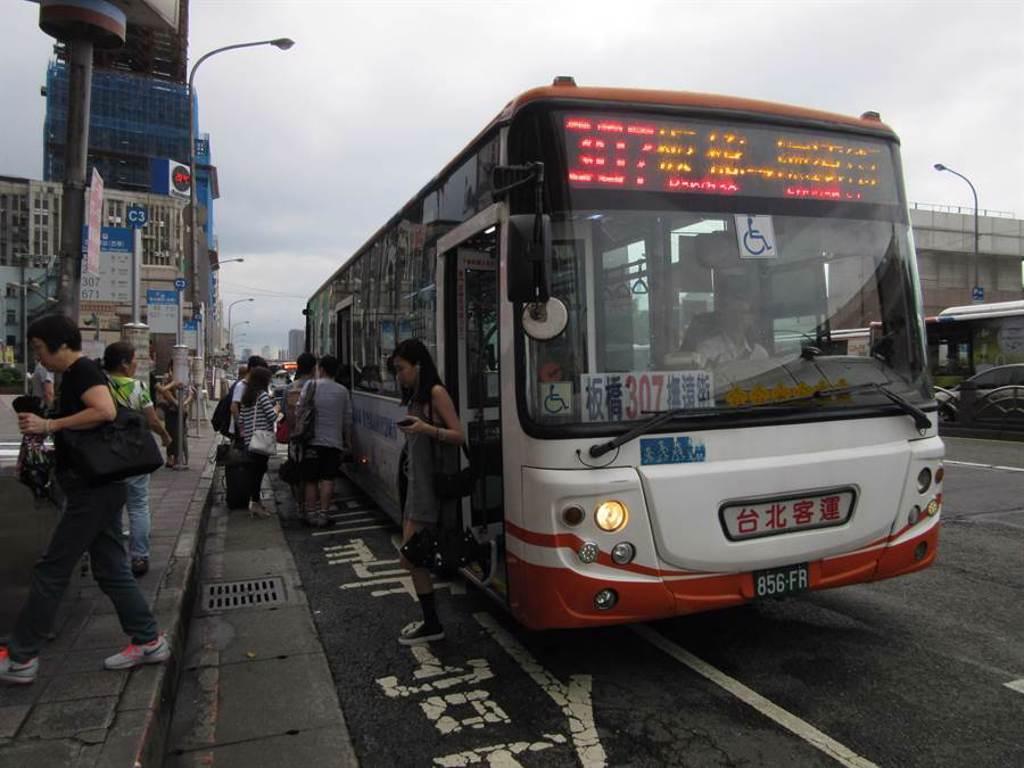 網友表示307是大台北地區最賺錢的公車路線,論307公車的發車密度可是不輸捷運,甚至比捷運還密集。(本報系資料照/陳芃攝)
