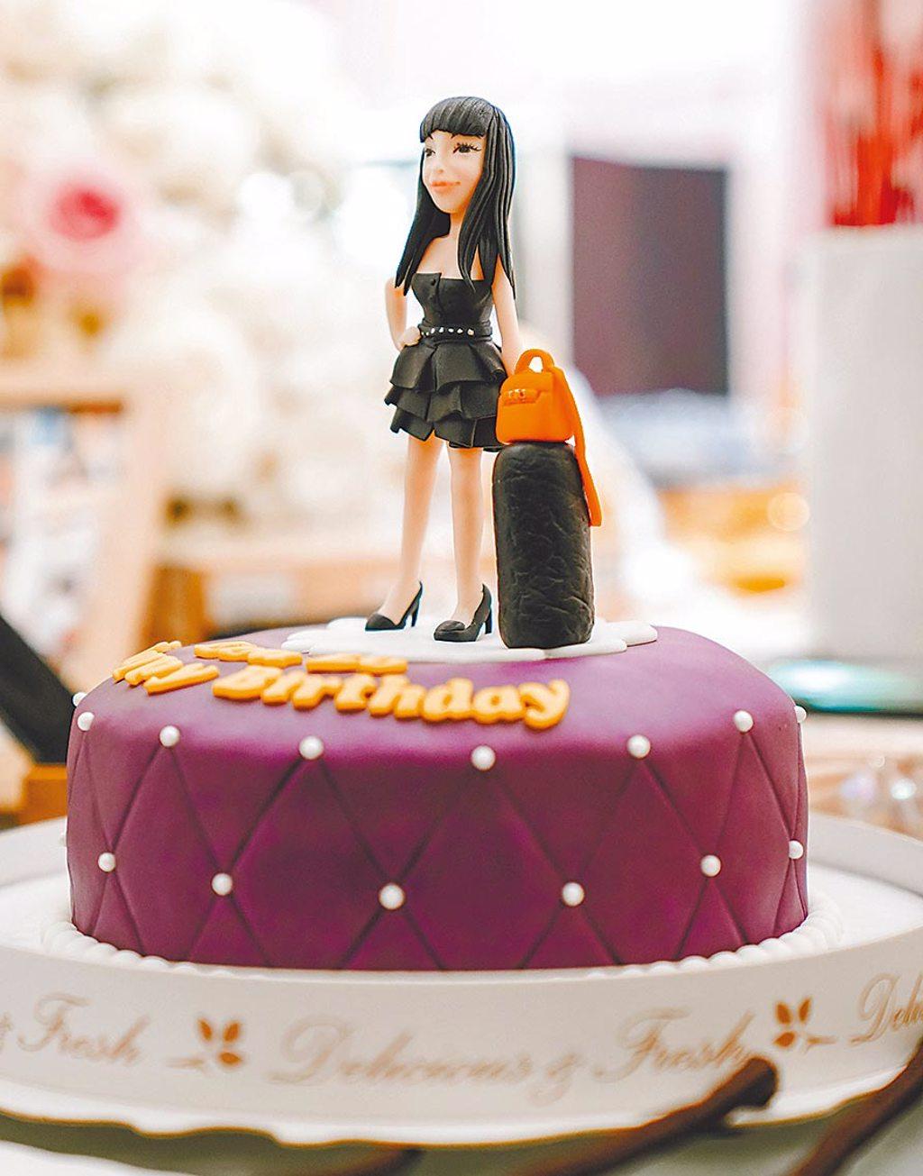 于美人與Makiyo昨精心準備翻糖蛋糕。(冬瓜行旅提供)