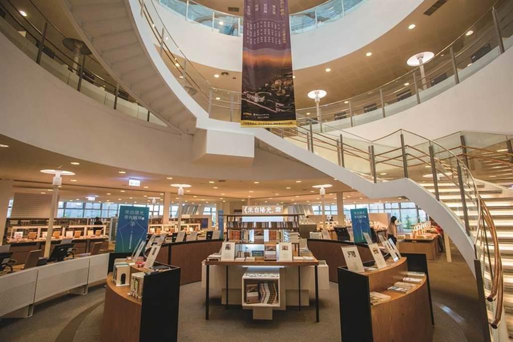 高雄市立圖書總館。(圖/四塊玉文創提供)