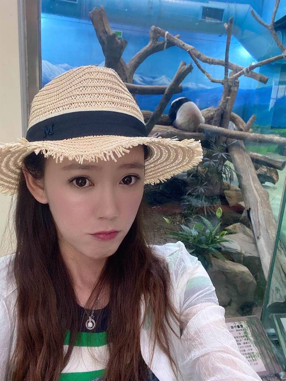 裴琳本來擁有一頭及胸長髮。(圖/FB@蔡裴琳Peilin Tsai)