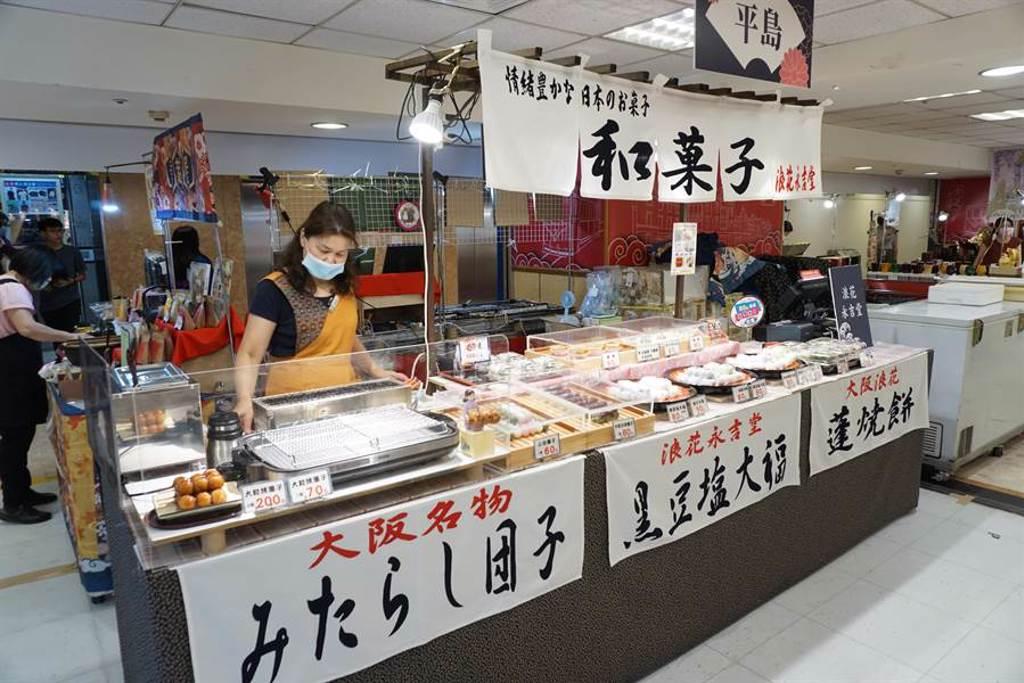 日本美食物產展跨海直送和果子等名物,讓消費者滿足「偽出國」血拚乾癮。(王文吉攝)