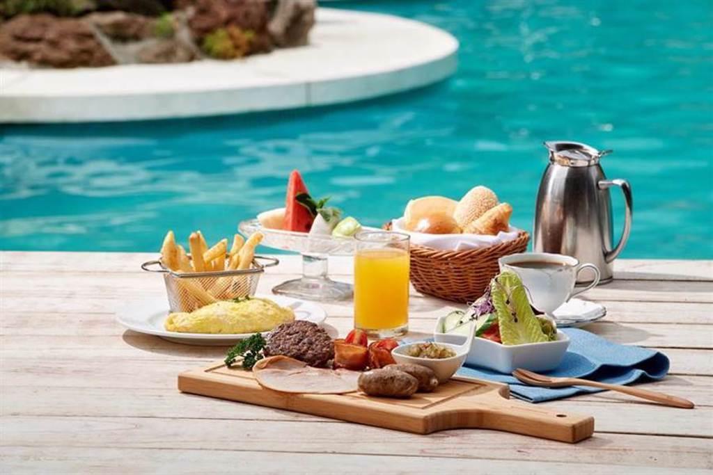 搶情人商機,台北福華大飯店推出池畔早午餐搶市。圖/台北福華大飯店