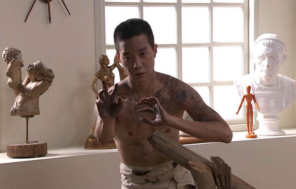 薛仕凌劇中擔任全裸人體模特兒。(台視提供)