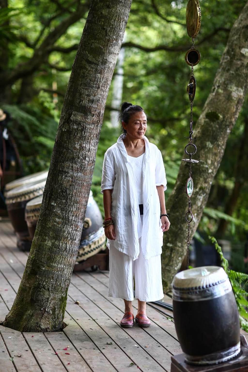 優人神鼓藝術總監劉若瑀,分享災後一年的心得,她表示,是失去讓她學會什麼是真正的擁有,重新學習和山一起生活。(鄧博仁攝)