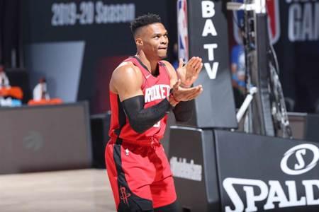 NBA》韋少四頭肌受傷 季後賽出賽成疑