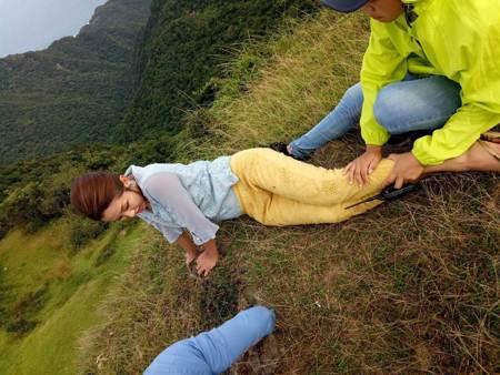 《多情》王燦吊鋼絲掛懸崖 直喊「肋骨快斷了」