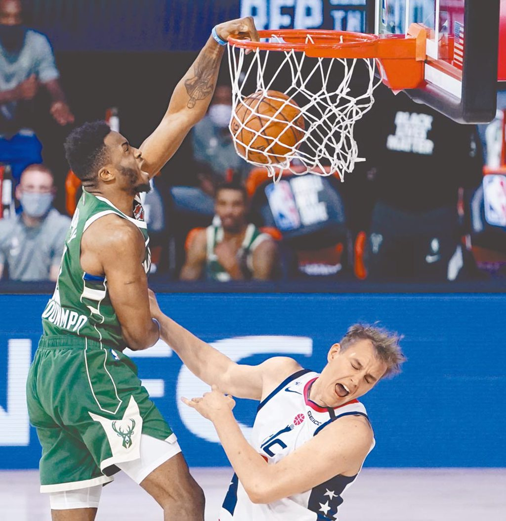 NBA東區季後賽對戰組合出爐,全聯盟戰績最佳的公鹿,將由「字母哥」阿提托康波(左)領軍前進。(美聯社資料照片)