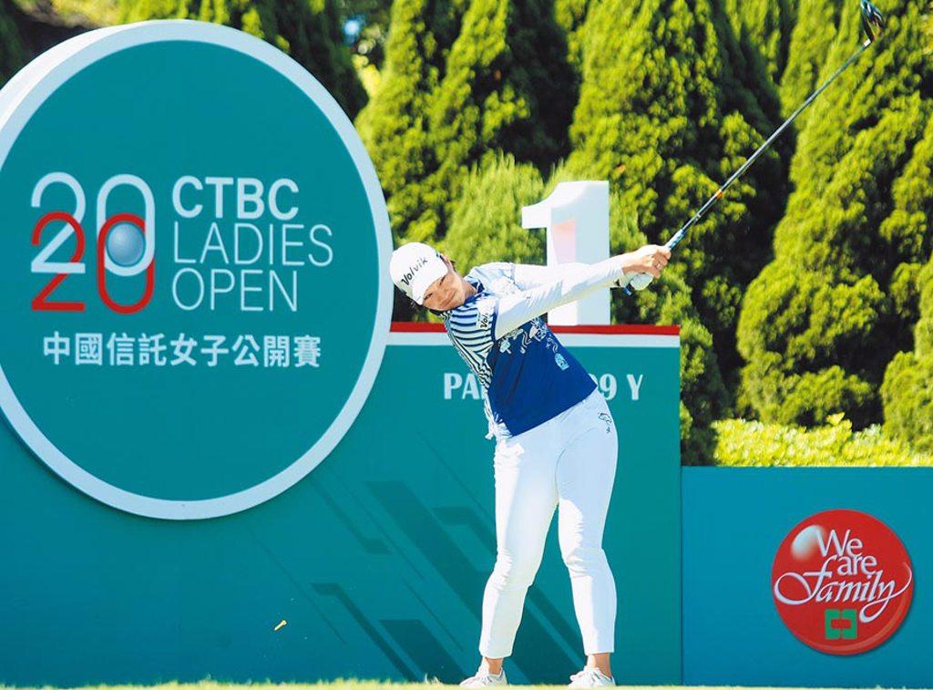 職業選手劉嬿在中國信託女子公開賽第一回合,擊出67桿佳績並列領先。(中國信託提供)