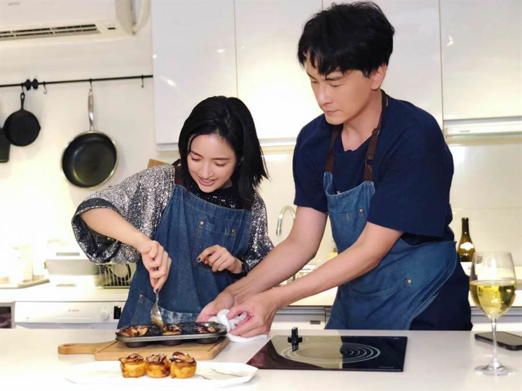 鄭元暢邀請林依晨一同做菜。(最大國際娛樂提供)