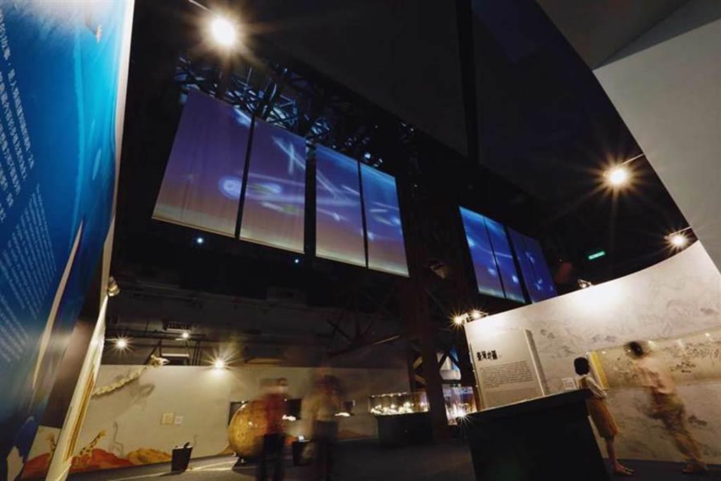 國立故宮博物院攜手國立海洋科技博物館,推出「繪製世界-藝術中的科學與科技特展」,此為全場沉浸式展廳。(圖/國立故宮博物院提供)