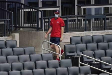 MLB》國民小史躲觀眾席叫囂 遭驅逐出場