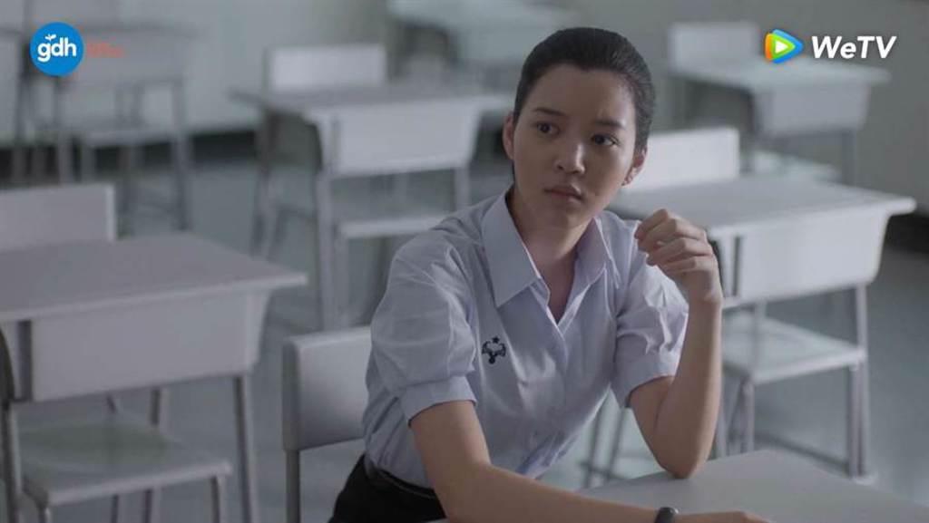 《模犯生》BNK48 Juné讀泰國最古老大學,天才型學霸曝4個月速學俄語。(WeTV提供)
