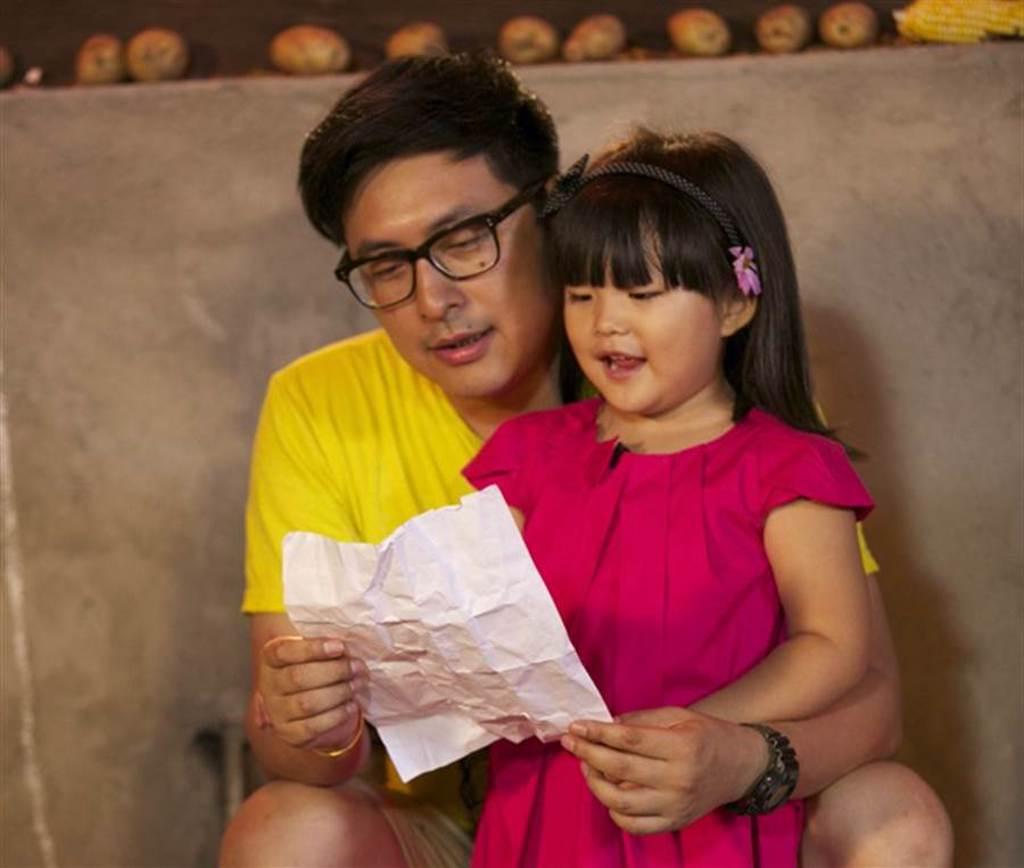 《爸爸去哪兒》Angela與老爸王岳倫。(本報系資料照)
