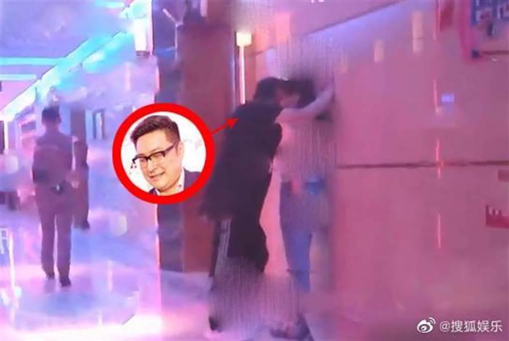 王岳倫被直擊與辣妹舉止親密。(取自搜狐娛樂)