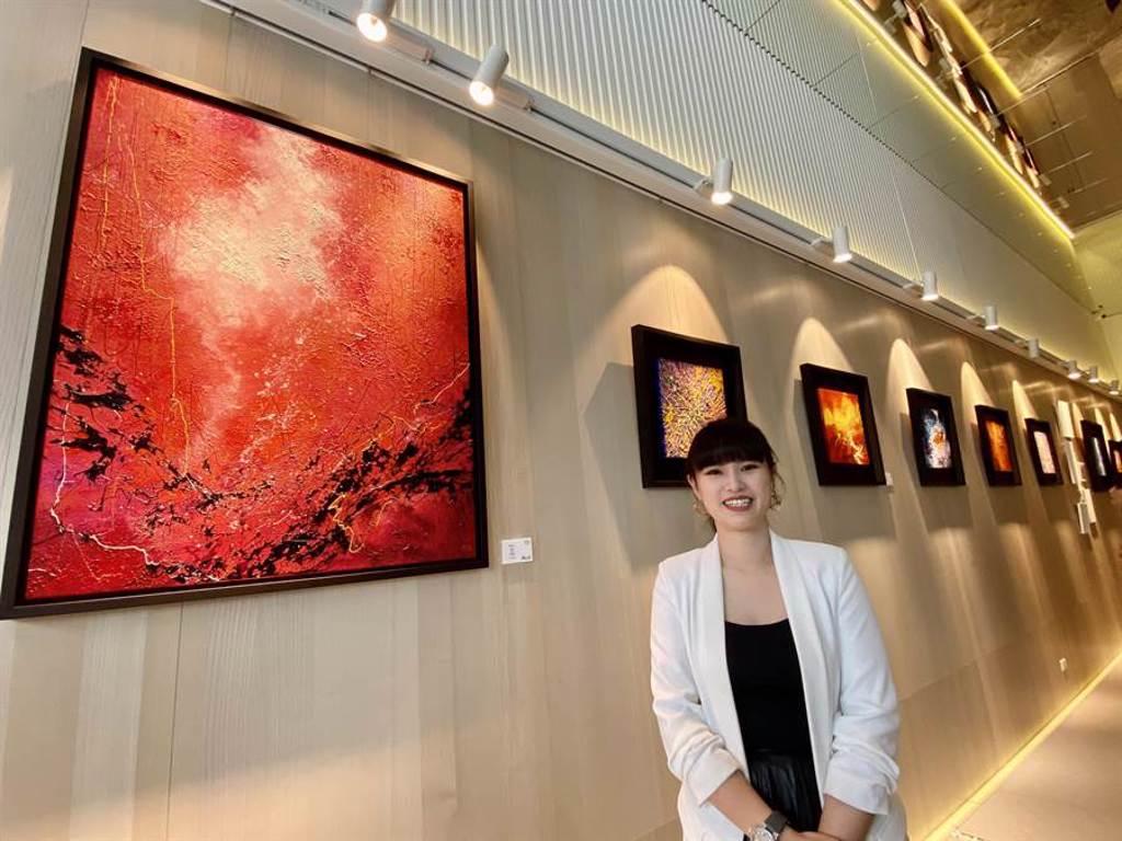 新銳藝術家陳培瑜《女子樣》系列作品,透過豐沛奔放的色彩,展現當代女性的生命百態。(盧金足攝)