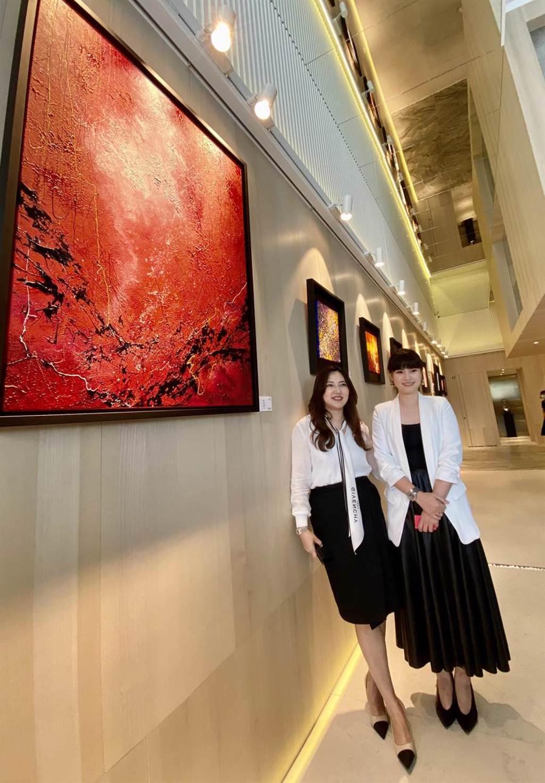 新銳藝術家陳培瑜《女子樣》系列作品,以彩筆畫出女性精彩的故事。(盧金足攝)