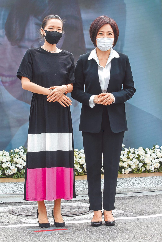 于美人(右)、Makiyo昨在摯友羅霈穎告別式忙進忙出,有情有義。(粘耿豪攝)