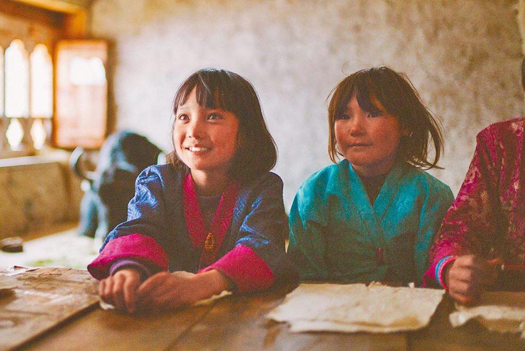 電影到山上小學校拍攝,片中演員多是當地的小朋友。(海鵬影業提供)