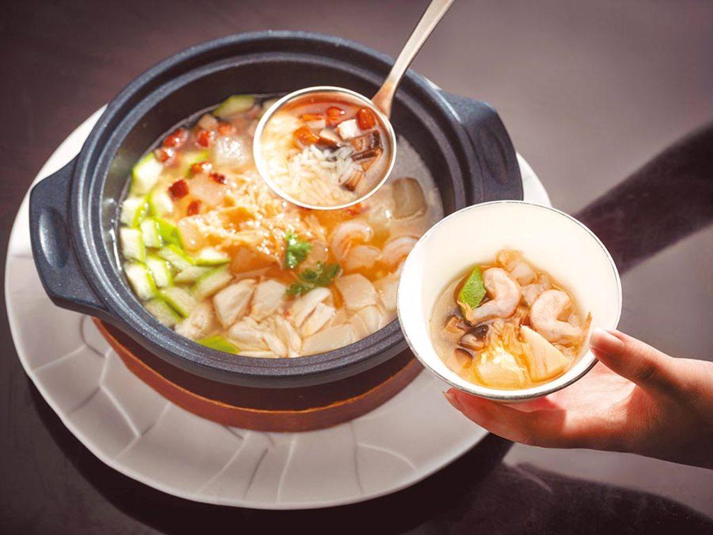 台北文華東方酒店 冬瓜粒湯飯。(台北文華東方酒店提供)