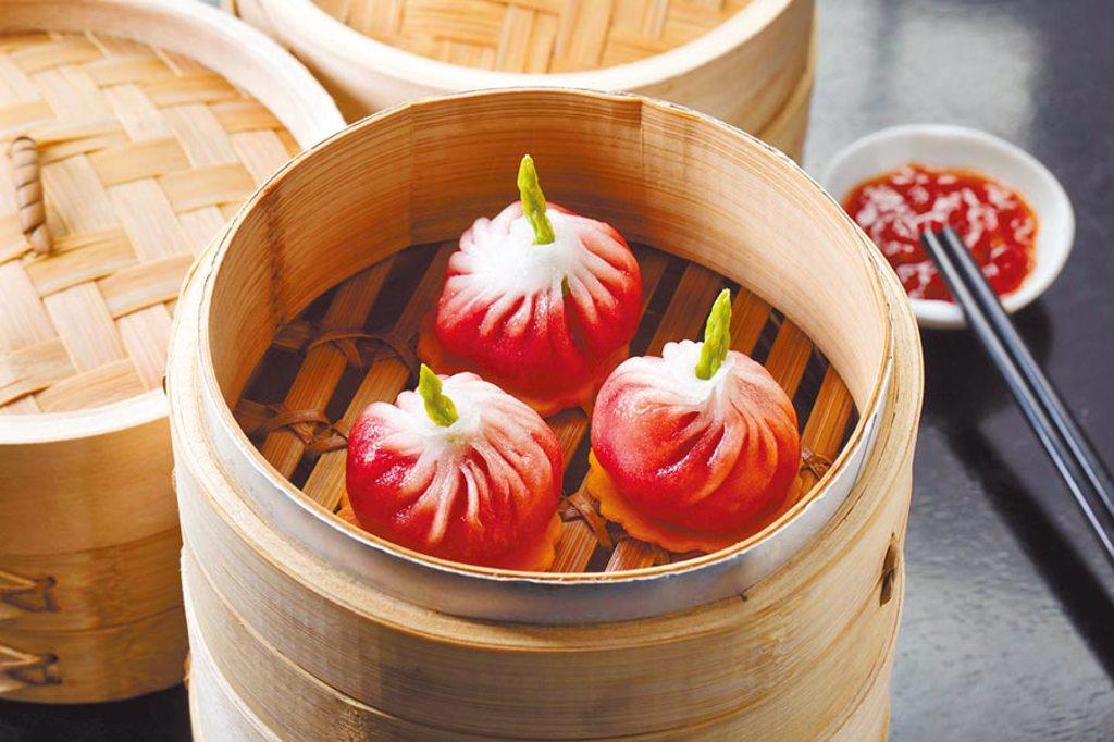 台北文華東方酒店 甜菜根帶子餃。(台北文華東方酒店提供)