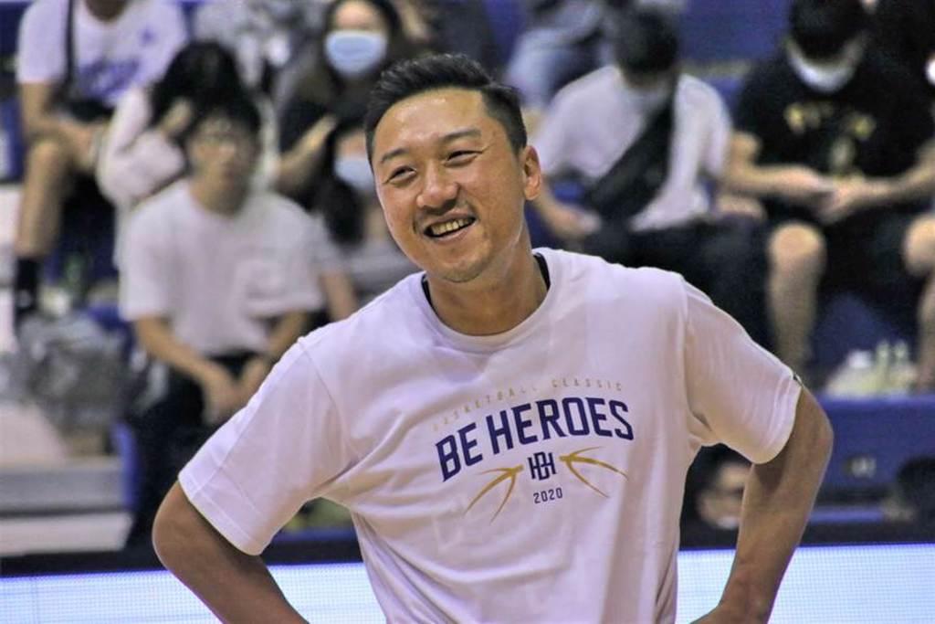 36歲的林冠綸已經接下新竹攻城獅總教練的位置。(黃及人攝)