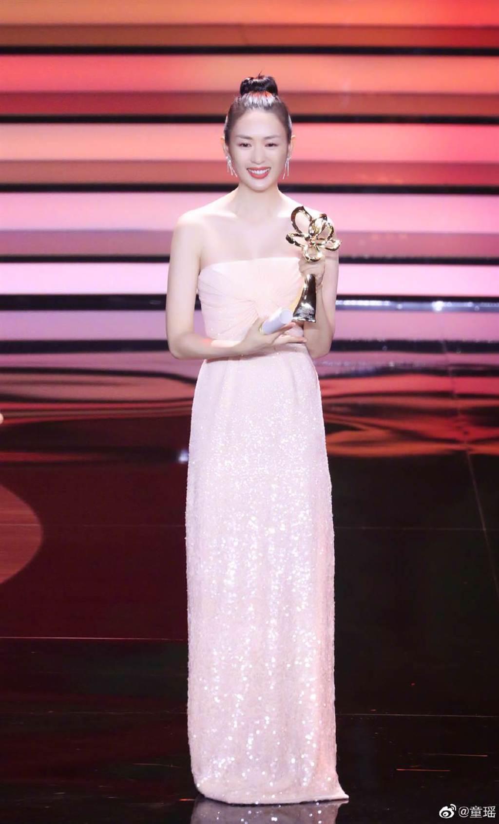 童瑤去年獲得上海電視節白玉蘭獎最佳女配角。(圖/翻攝自微博)