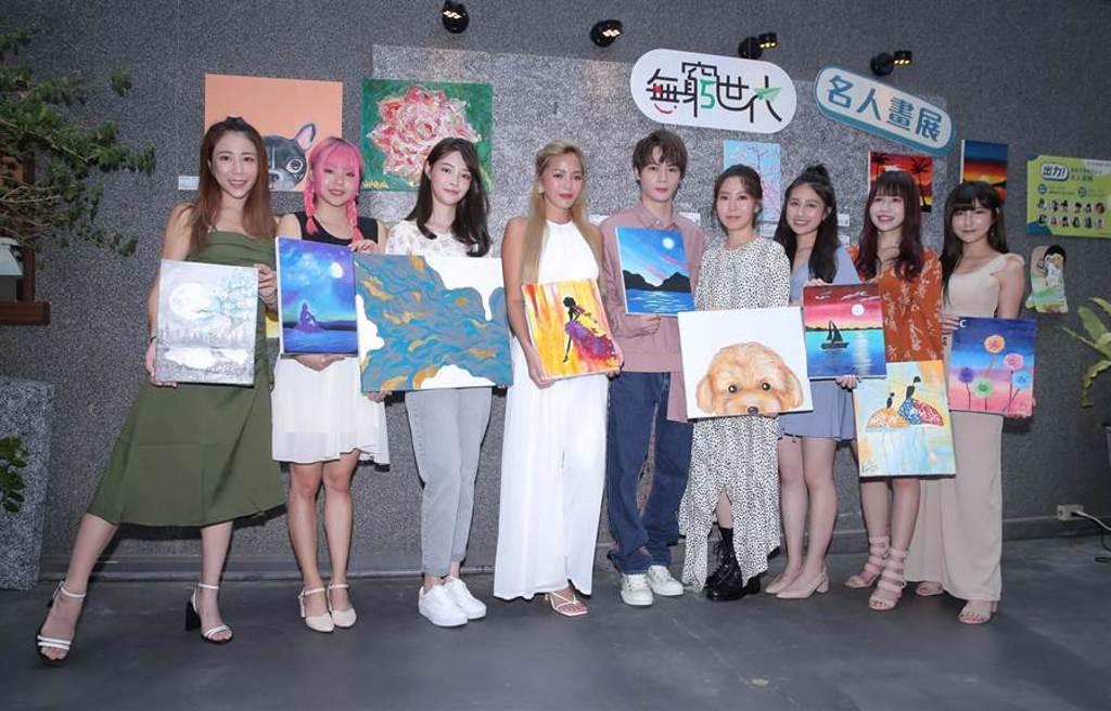 家扶基金會舉辦無窮世代名人畫展。(羅永銘攝)