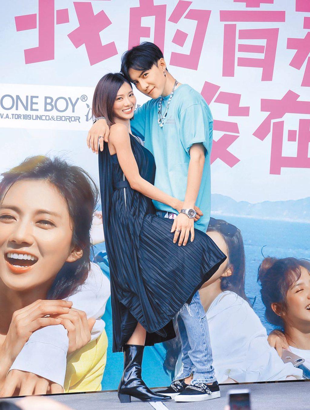 蔡黃汝(左)、唐禹哲昨在見面會上跟上劇中交往進度,互動親密。(羅永銘攝)