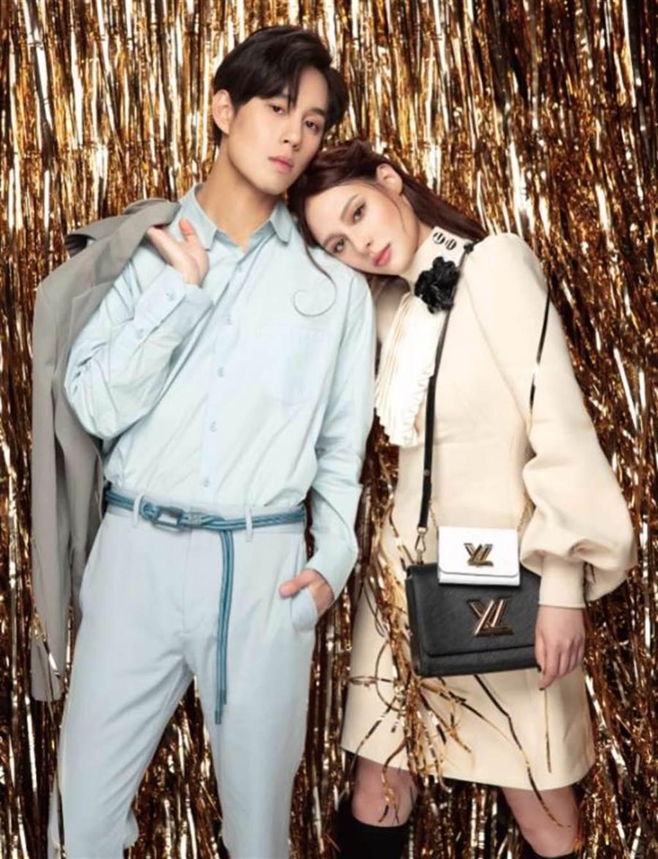 微風藝人孫麥傑(左起)和佟凱玲穿LOUIS VUITTON新裝拍攝微風信義封面,巧迎七夕情人節。(微風提供)