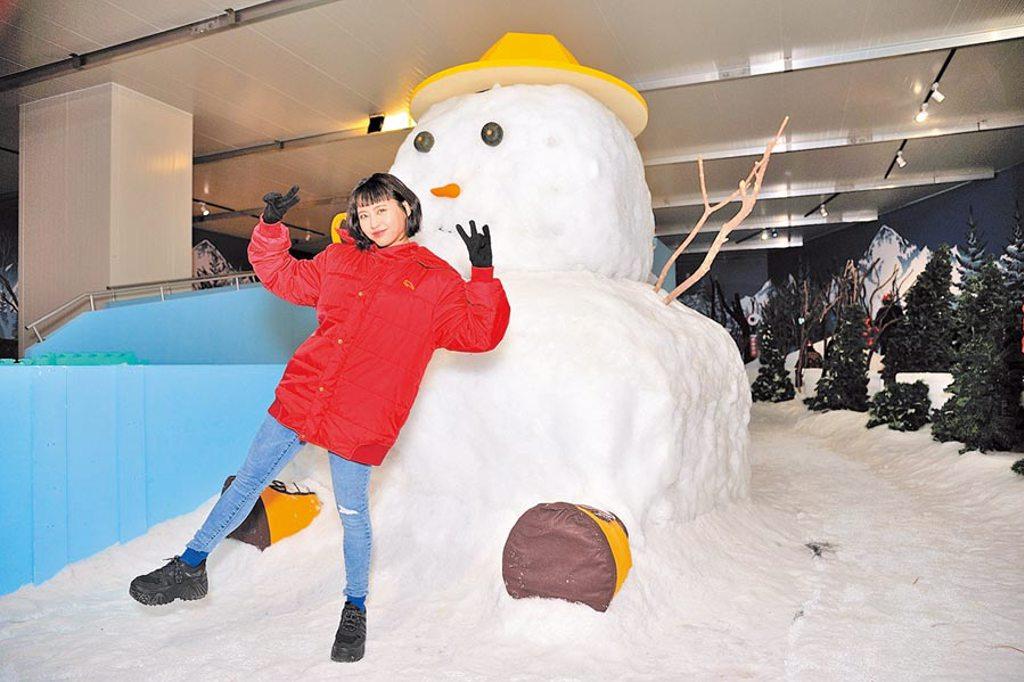 李芷婷昨到台北士林科教館觀賞雪展。(寬宏藝術提供)
