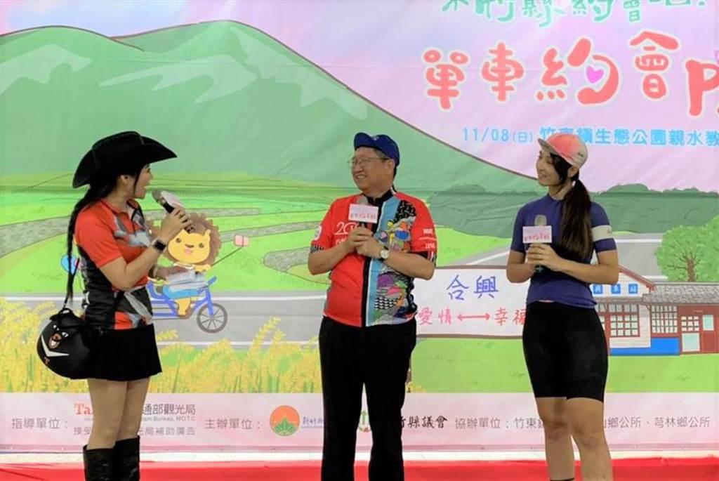 單車女神SUSU(右)二度代言「來竹縣約會吧!單車約會PA」活動,11月8日將領騎。(莊旻靜攝)