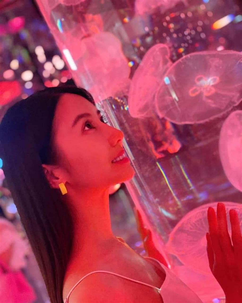 《延禧》最美宮女「玉壺」現身牛奶海 辣秀ㄦ字柳葉腰(圖/FB@程茉)