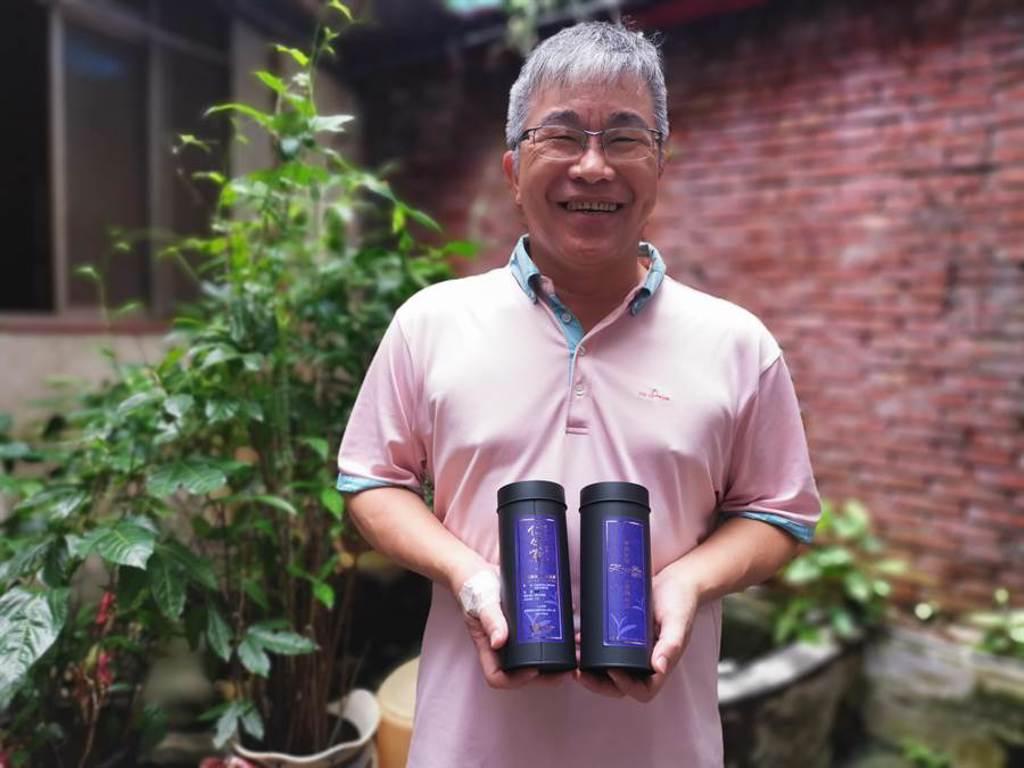 謝福安自種自製茶葉,上周才又拿下苗栗縣貓裡紅茶冠軍。(謝明俊攝)