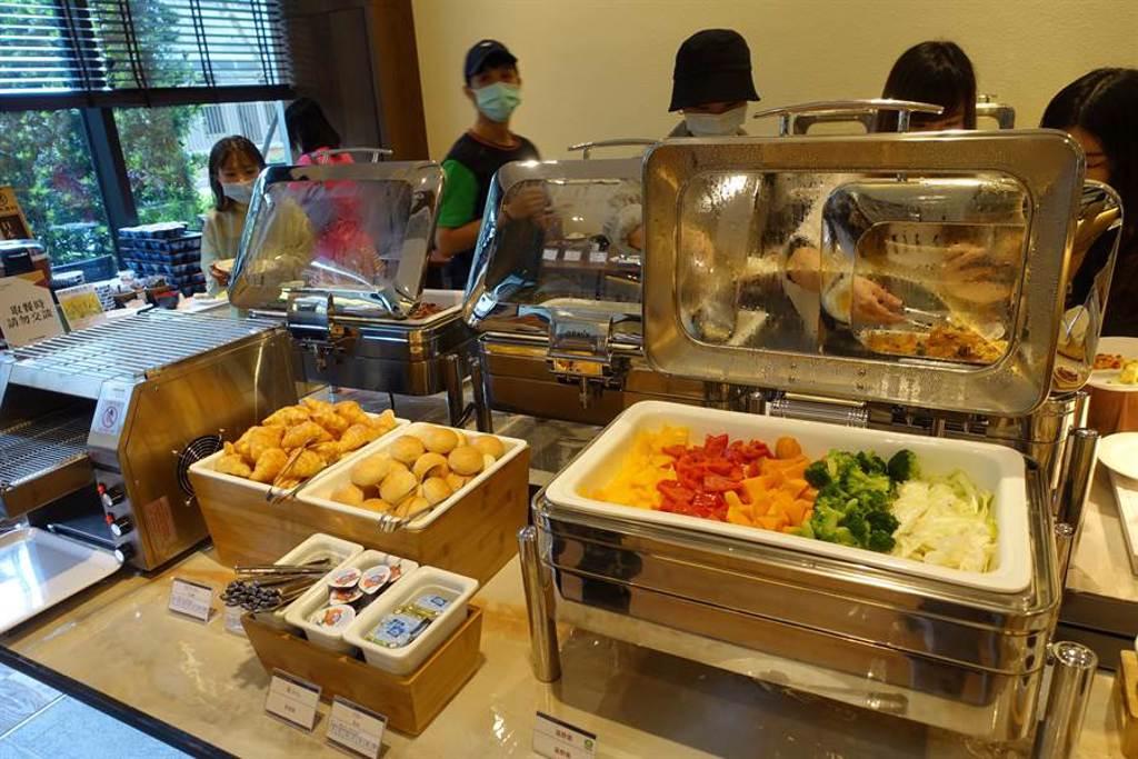 攜手日系義大利料理餐廳JAPOLI,早餐採自助式,提供台式、日式、西式等多元化餐食。(黃采薇攝)
