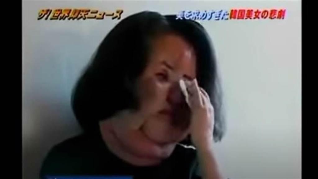 韓景慧受訪時留下悔恨淚水。(取自日網)