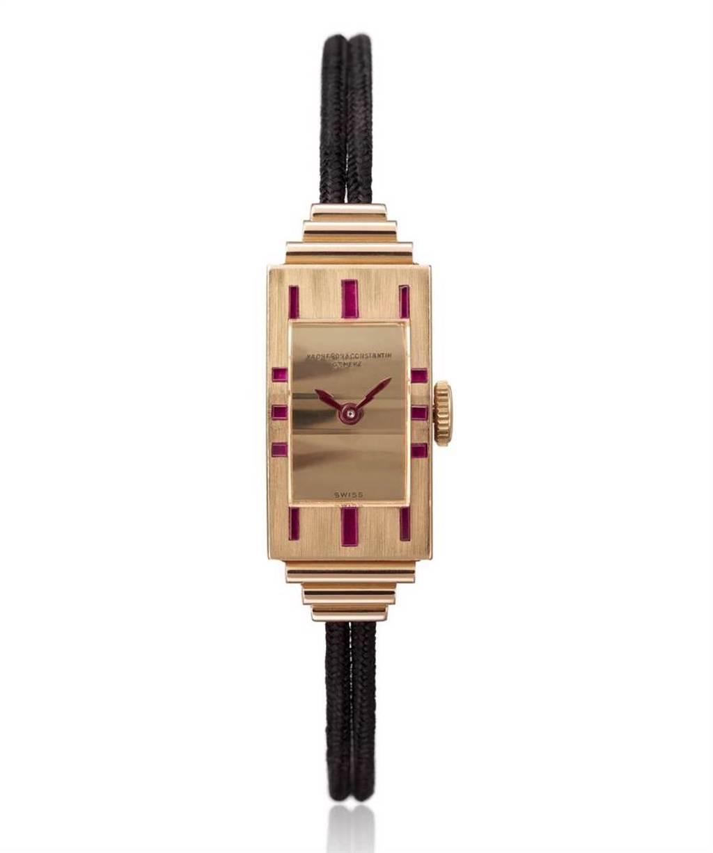 江詩丹頓於1939年為仕女參加雞尾酒會設計的粉紅金方型女表。(Vacheron Constantin提供)