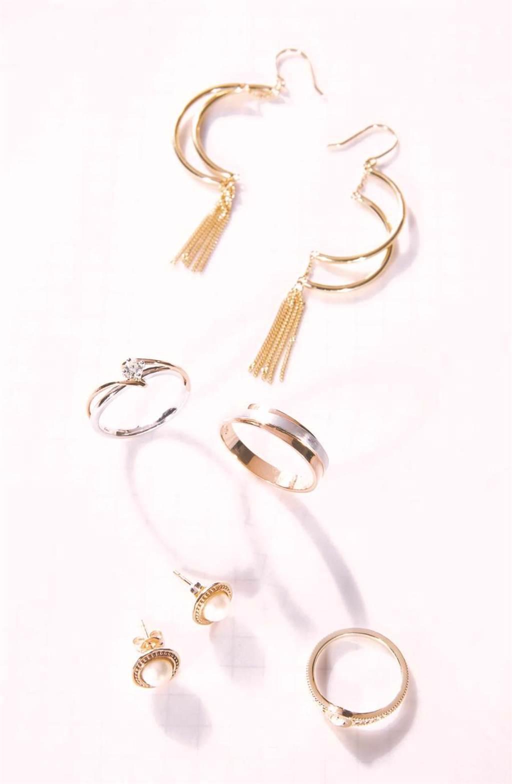 統一時代百貨台北店的Grastyle Jewelry情牽天然鑽石K金對戒,原價4萬5000元,特價2萬9800元,限量2組。(統一時代百貨台北店提供)