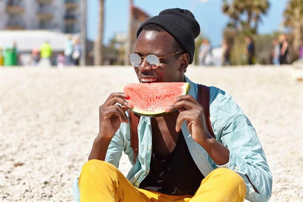 為什麼不能請黑人吃西瓜?網揭密暗黑真相(示意圖/達志影像)