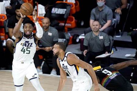 NBA》比肩兩位飛人 米契爾飆分季後賽史第3