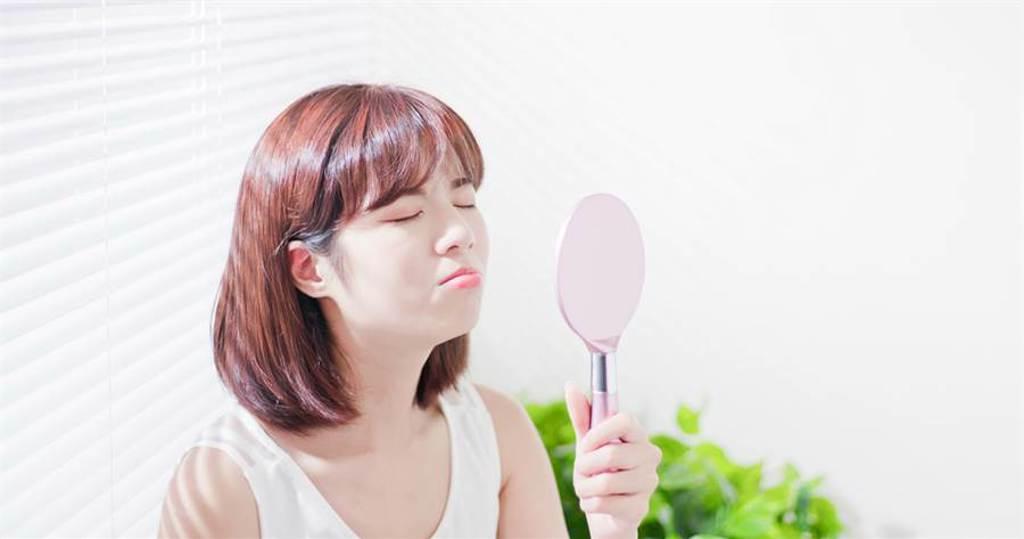 連日高溫,許多人的肌膚會產生毛孔、粉刺等問題。(示意圖/shutterstock提供)