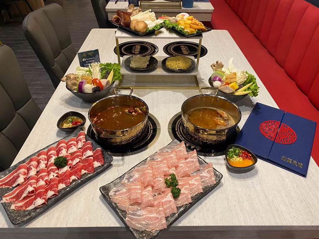創立於1943年的汕頭泉成火鍋,以招牌扁魚湯底與手作沙茶醬聞名全國,是高雄在地名店。(陳育賢攝)
