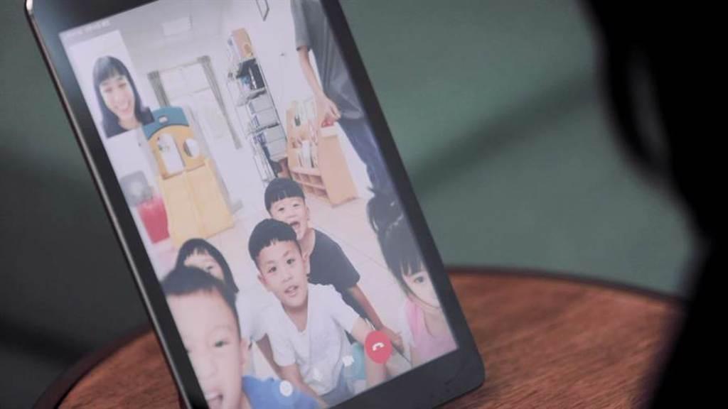 結束馬里光部落陪伴志工體驗後的60天,温貞菱仍持續以電話、視訊的方式,與遠在120公里外馬里光部落的孩子們「遠距傳情」。(至善基金會提供)