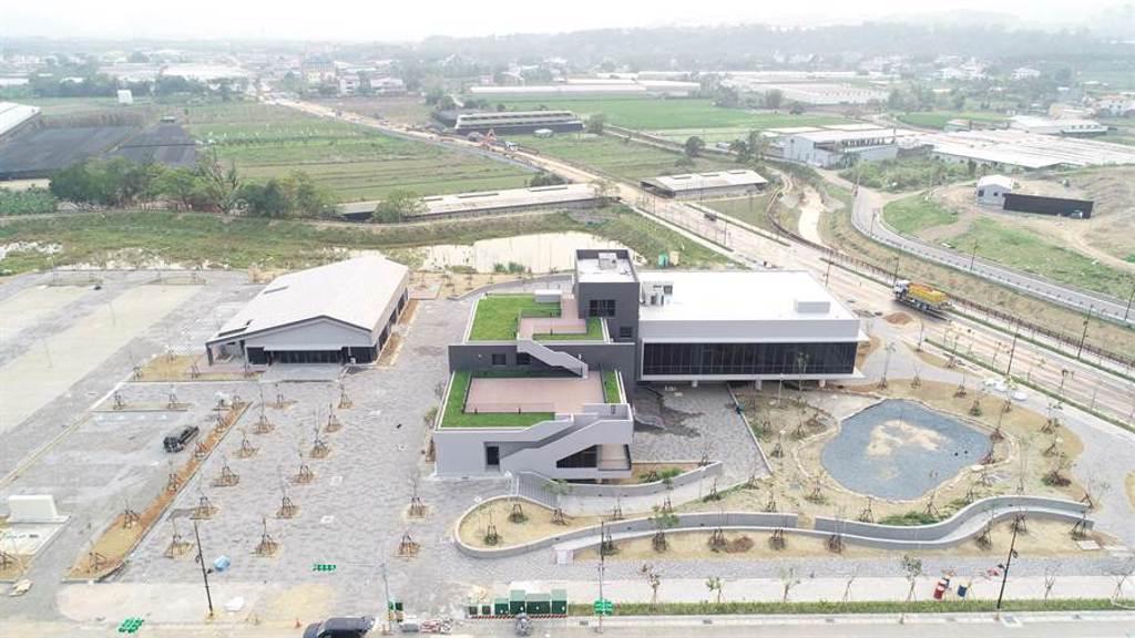 埔里鎮福興溫泉區,遊客服務中心與農特產品展售區。(南投縣政府提供/廖志晃南投傳真)