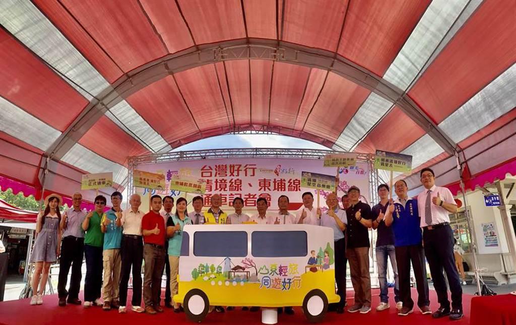 「台灣好行」公車,水陸空3線齊發,19日正式通行。(廖志晃攝)