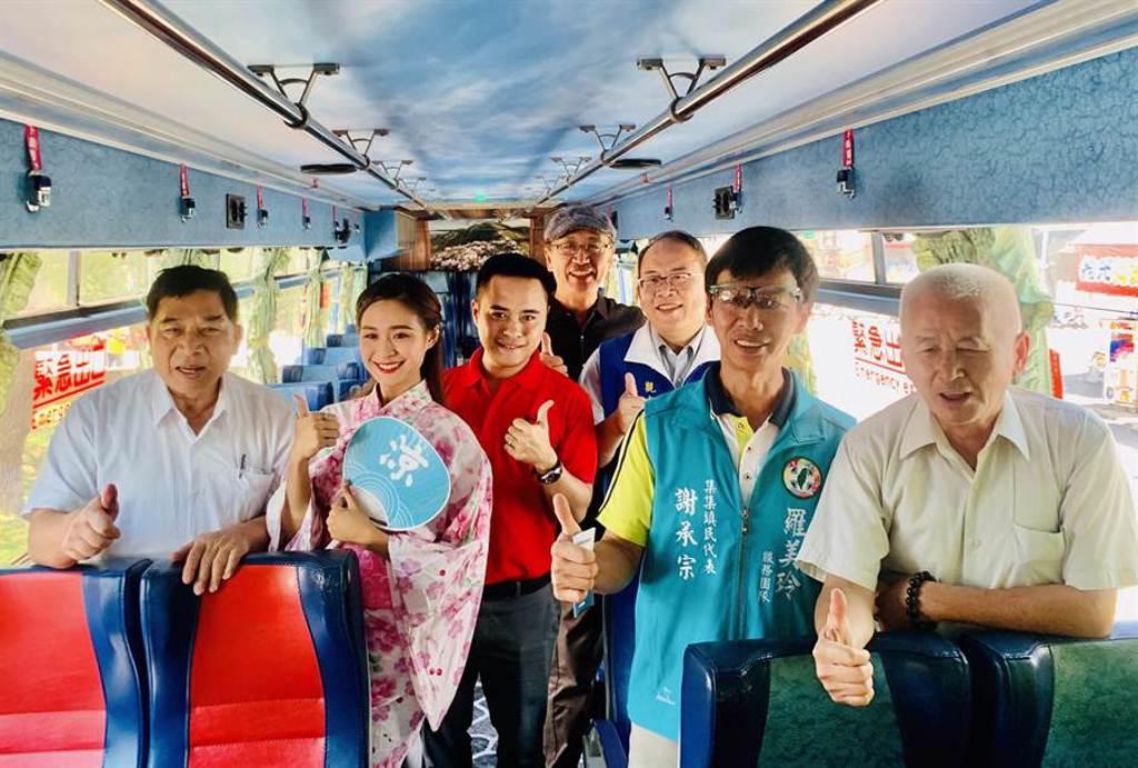 「台灣好行」公車,依主題設計特色車廂。(廖志晃攝)