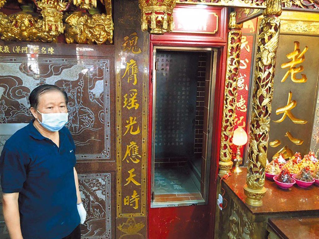 基隆開基老大公廟「開龕門」,每年都在農月七月初一的「午時」舉行。(吳康瑋攝)