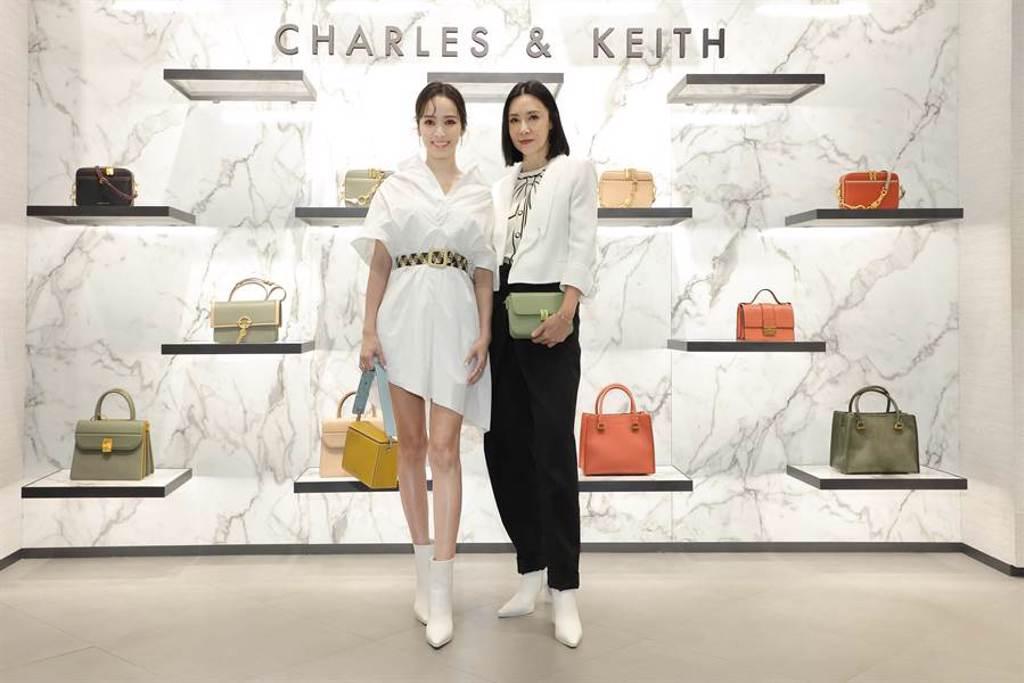 侯佩岑與CHARLES & KEITH品牌總經理Sophie Huang,身穿輕盈白色洋裝露出筆直纖細的鉛筆腿。(圖/品牌提供)