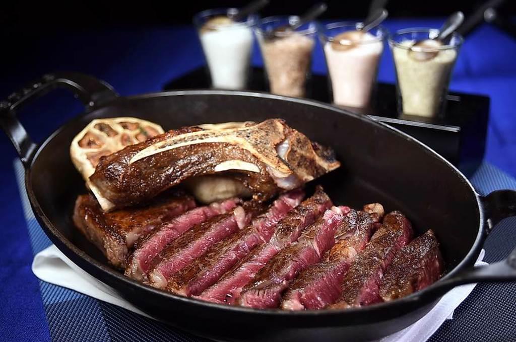 台北國賓飯店A CUT牛排館有各種不同血源品種的精品牛肉烤製牛排。(圖/姚舜)